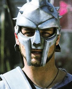 6/30/14 2:03p Universal Pictures ''Gladiator'' Silver Hard Helmet Russell Crowe 2000 answers.com