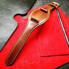 Bund strap in calf for a . Leather Carving, Leather Tooling, Custom Leather Belts, Leather Projects, Leather Watch Bands, Leather Accessories, Fashion Watches, Leather Handbags, Jewellery
