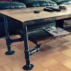 Articles semblables à Rustic Wood and Pipe Table basse sur Etsy - tablebasse Rustic Coffee Tables, Diy Coffee Table, Decorating Coffee Tables, Rustic Table, Pipe Furniture, Woodworking Furniture, Cool Furniture, Modern Industrial Decor, Industrial Furniture