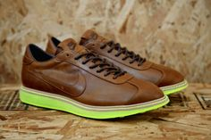 "Nike 1972 QS ""Dark Brown"""