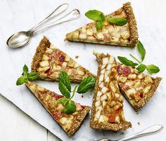 Nej, du behöver ingen ugn för att göra äppelpaj. Den här godingen är helt raw och fantastiskt god! Ja, lika bra att göra en paj extra så det inte blir slagsmål om bitarna.