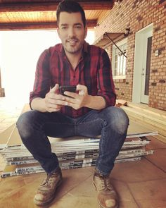 Jonathan Scott, one half of Property Brothers, had found his soulmate in Jacinta Kuznetsov. Read here to find out where their fairytale romance went wrong? Drew Scott, Jacinta Kuznetsov, Jonathan Silver Scott, Hgtv Designers, Scott Brothers, Douglas Booth, Derek Hough, Property Brothers, Charli Xcx