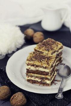 Prajitura cu nuci, ciocolata si crema de unt Cake & Co, Food Cakes, Tiramisu, Cake Recipes, Deserts, Goodies, Baking, Ethnic Recipes, Sweet