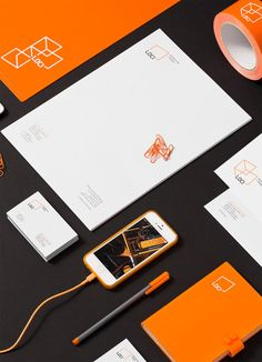 Loci Corporate Designed mobile lifestyle gadget to charge phones in black, white  orange | mobility tools  lifestyle gadgets | Design: Poznan |