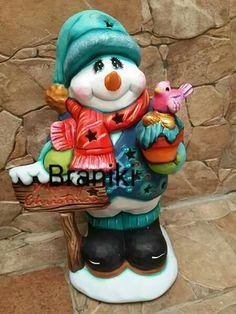 Muñecos de nieve de ceramica Christmas Pasta, Christmas Clay, Christmas Crafts, Christmas Decorations, Xmas, Christmas Ornaments, Biscuit, Clay Fairy House, Ceramic Painting