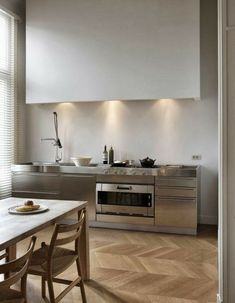 Excellent modern kitchen room are offered on our site. Kitchen Dinning, New Kitchen, Kitchen Decor, Kitchen Ideas, Dining Room, Kitchen White, Kitchen Small, Kitchen Island, Kitchen Cabinets