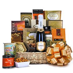 The Champagne Countryside gift basket is a beautiful and impressive assortment of gourmet delicacies paired with champagne. Mothers Day Baskets, Gift Baskets For Men, Themed Gift Baskets, Gourmet Gift Baskets, Raffle Baskets, Spa Gifts, Wine Gifts, Champagne Gift Baskets, Silent Auction Baskets