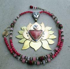 La rodocrosita, también conocida como la piedra del amor y el equilibrio, era conocida como la Ros...