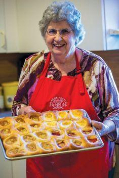 The Czech Queen of Kolache Bez práce nejsou koláče—without work, there are no kolaches. Lydia Mae Faust is the Czech Queen of Kolache. And she's my aunt. Slovak Recipes, Czech Recipes, Hungarian Recipes, German Recipes, Strudel, Croissants, Kolache Recipe Czech, Polish Kolache Recipe, Czech Desserts