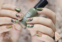 31DC2014 #04 . Floral Oliva . Gesto Preciso #nails #nailart #waterdecal #vintagenails #greennails