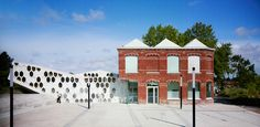 la mediatheque andree chedid / library extension against brick façade / d'houndt+bajart architectes / France