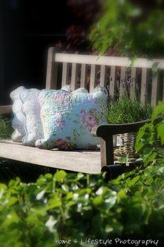 Pin by karee mcclanahan on garden сад, идеи. Pink Garden, Dream Garden, Garden Art, Cozy Cottage, Cottage Style, My Secret Garden, Garden Spaces, Green Flowers, Garden Inspiration