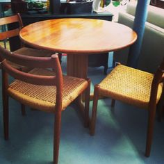 Vintage Mid century modern Danish teak dining table - Round 38 inch Expandable (2) leaves additional 40 inches $1050