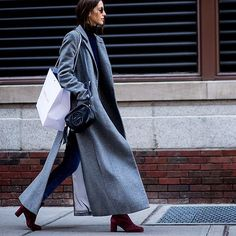 Whether out shopping or heading to the #NYFW shows, pair a floor-sweeping coat with a timeless #Gucci bag to see you through the day in #style. #SeeitBuyitLoveit – Search 643455 to shop. #NETAPORTER #FashionWeek Lensed by @theurbanspotter