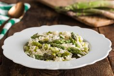 Risotto agli asparagi ricetta Rice Dishes, Fried Rice, Vegetarian Recipes, Meal Recipes, Fries, Meals, Baking, Ethnic Recipes, Food