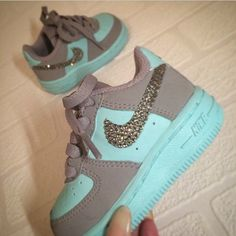 2014 cheap nike shoes for sale info collection off big discount.New nike roshe run,lebron james shoes,authentic jordans and nike foamposites 2014 online. Toddler Shoes, Kid Shoes, Girls Shoes, Baby Girl Shoes Nike, Baby Girl Fashion, Toddler Fashion, Kids Fashion, Cute Baby Shoes, Cute Baby Clothes