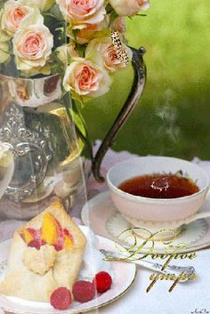 Tea Time (with fruit filled pastry pockets) ~ Ana Rosa Party Set, Tea Party, Café Chocolate, Chocolate Fondue, Afternoon Tea Parties, Afternoon Delight, Tea Sandwiches, My Cup Of Tea, High Tea