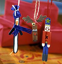 Stick Figure Ornaments - Spend an afternoon crafting with the whole family. Popsicle sticks and paint are all you need. #tutorial