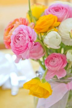 ranunculus and calla lily bouquet Flowers In Jars, Pretty Flowers, Fresh Flowers, Beautiful Bouquets, Garden Pictures, Orange Flowers, Calla Lily, Amazing Flowers, Flower Art