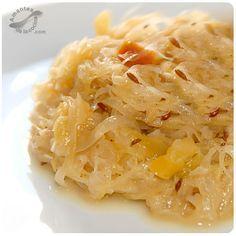Chucrut – Col agria o repollo agrio (Sauerkraut) http://amantesdelacocina.com/cocina/2010/11/chucrut-col-agria-o-repollo-agrio-sauerkraut/