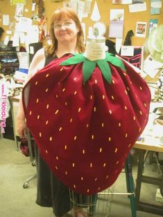 Food Halloween Costumes, Fruit Costumes, Candy Costumes, Diy Costumes, Halloween Kids, Halloween Costume Patterns, Strawberry Halloween, Diy Strawberry Costume, Doll Fancy Dress Costume