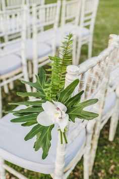 [tps_header]Today we introduce tropical wedding ideas to you. Tropical Leaves reflect a image of summer beach where the sun shines brightly and shore and ocean meet. We have plenty of tropical leaves ideas from cente...