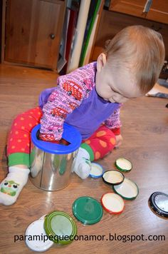 A game won with Acher and kept the can and tapes. For younger, when they start to use it, recomiend . Montessori Activities, Infant Activities, Activities For Kids, Creative Activities, Baby Play Areas, Baby Sensory Play, Sensory Toys, Special Needs Toys, Baby Playroom