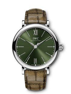Diese Portofino Automatic 34 garantiert mit ihrem grünen Zifferblatt und dem grünen Alligatorleder-Armband von Santoni einen vielbeachteten Auftritt. Iwc, Omega Watch, Watches, Accessories, Collection, Different Dress Styles, Wristwatches, Clocks, Jewelry