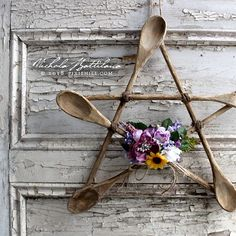 Rustic Spoon Star a Kitchen Witch Pentagram with Tutorial & Nichola Battilana pi & Home Crafts, Kids Crafts, Diy Home Decor, Diy And Crafts, Craft Projects, Arts And Crafts, Craft Ideas, Decor Ideas, Rustic Spoons