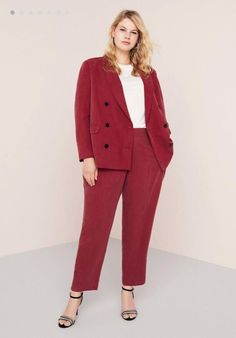Looks oficina 'no denim' para mujeres curvys, Outfit Formal Mujer, Formal Casual Outfits, Trendy Plus Size Clothing, Plus Size Fashion, Dress For Chubby, Maroon Suit, Maroon Color, Plus Size Suits, Chubby Fashion