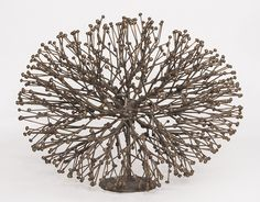 best known for his eponymous chair design, but it's the sculptures that make me swoon. with names like 'willow' and 'bronzed bush', the works are beauti… Organic Sculpture, Harry Bertoia, Bronze Sculpture, Chair Design, Arts And Crafts, Art Crafts, Sculptures, Old Things, Auction