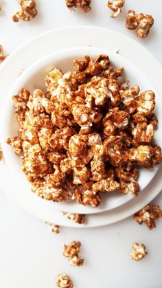 {Healthy, Vegan, Gluten-Free} You'll only need 3 ingredients and 5 minutes to make this chocolate peanut butter popcorn-- perfect for a quick chocolate fix!