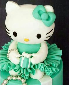 Hello kitty cake OMG can u believe this is a cake i need this for my 15 birthday <3