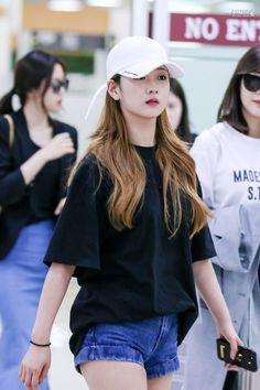 yoon bomi | asian | pretty girl | good-looking | kpop | @seoulessx ❤️