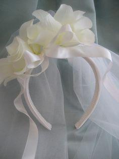 First Communion headband Veil First Communion Veils, Holy Communion Dresses, First Communion Party, Communion Cakes, First Holy Communion, Headpiece Wedding, Vintage Flowers, Christening, Hair Bows