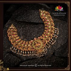 Don't Miss These Royal Looking Necklace Designs!! • South India Jewels Antic Jewellery, Indian Gold Jewellery Design, Gold Temple Jewellery, Indian Bridal Jewelry Sets, Antique Jewellery Designs, Bead Jewellery, Jewelry Design, India Jewelry, Bridal Jewellery