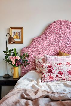 Home Interior Design Style Your Bedside Table Beautiful - Beautiful House.Home Interior Design Style Your Bedside Table Beautiful - Beautiful House Home Bedroom, Bedroom Furniture, Bedroom Decor, Bedroom Ideas, Decor Room, Furniture Sets, Bedroom Images, Master Bedroom, Home Design