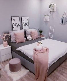gold Bedroom ideas Small and Cute Bedroom Designs and Ideas for This Y. - gold Bedroom ideas Small and Cute Bedroom Designs and Ideas for This Year – Womensays. Gold Bedroom Decor, Bedroom Decor For Teen Girls, Room Ideas Bedroom, Small Room Bedroom, Living Room Decor, Small Bedrooms, Bedroom Ideas For Small Rooms Women, Small Bedroom Furniture, Luxury Bedrooms