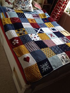 Again it's knit & patchwork blanket but i love it! Just pic for inspiration. Patchwork Best Picture For patchwork quilting for sale For Your Taste You are looking for something, and it Knitting Squares, Knitting Stitches, Knitting Patterns Free, Free Knitting, Baby Knitting, Crochet Patterns, Square Blanket, Afghan Blanket, Knit Blanket Squares