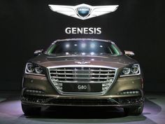 Genesis presents her new car in her element. The brand is coming from Hyundai, now it is an own brand. The present luxury cars from Hyundai and bring it on the market. Its the same strategy like Citroën and DS.