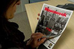Quase 80 anos depois de sua primeira edição, o último exemplar impresso da revista Newsweek começou a ser vendido neste Natal, com um símbolo irônico, marcando sua transição para a era Twitter, com um formato totalmente digital.