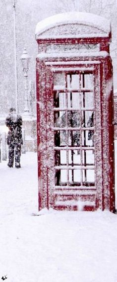 How lovely! Though this much snow would paralyze London!