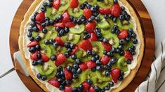 How to Make Fruit Pizza - Fruit pizza is the ultimate party dessert. Earn compliments every time with our foolproof recipes and kitchen-tested tips and tricks for making the best fruit pizza of all time. Fruit Pizza Cups, Fruit Pizza Frosting, Mini Fruit Pizzas, Easy Fruit Pizza, Easy Sugar Cookies, Sugar Cookie Dough, Slider Buns, Healthy Recipes, Pizza Recipes