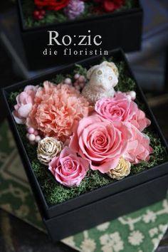 今年の母の日は5月8日。ゴールデンウィークの最終日です遅ればせながら 母の日におすすめのプリザーブドフラワーギフトを 昨日からホームページでご紹介中です(... Flower Box Gift, Flower Boxes, My Flower, How To Preserve Flowers, Floral Arrangements, Bouquets, Greenery, Decorative Boxes, Basket