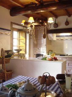 Cocina diseñada por KdK Interiorismo para casa antigua restaurada  arquitecto M. Luisa García Gil