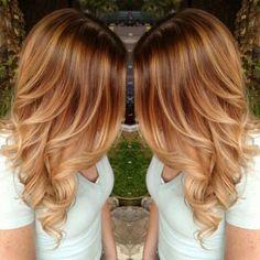 Hellbraune Basis mit abgestuften blonden Strähnen, braunes Haar mit blonden Reflexen
