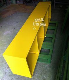 Fizemos um post contando passo a passo como fizemos nosso aparador amarelo! Fique a vontade para fazer um pra você também!
