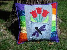 Rojo tulipán libélula mezclilla almohada                                                                                                                                                                                 Más