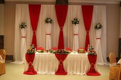 Discover thousands of images about Pena - The-wedding. Wedding Stage, Red Wedding, Wedding Centerpieces, Wedding Decorations, Party Kulissen, Red And White Weddings, Pipe And Drape, Head Tables, Backdrop Decorations