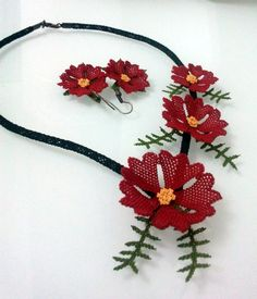 Red Flower Necklace and Earrings SetCrochet by needlecrochet